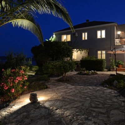 peljesac-orebic-villa-mery-house-night-16
