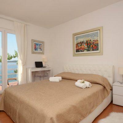 villa-mery-bedroom2-03