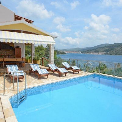 holiday-home-paradise-house1-swimming-pool-01