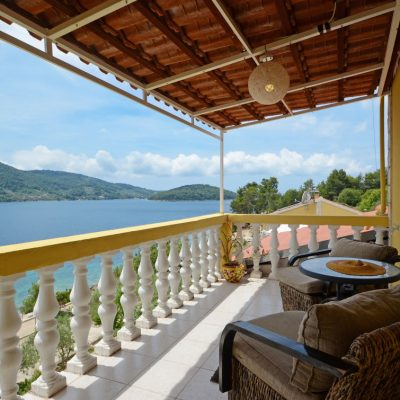 holiday-home-paradise-house1-topfloor-balcony1-01