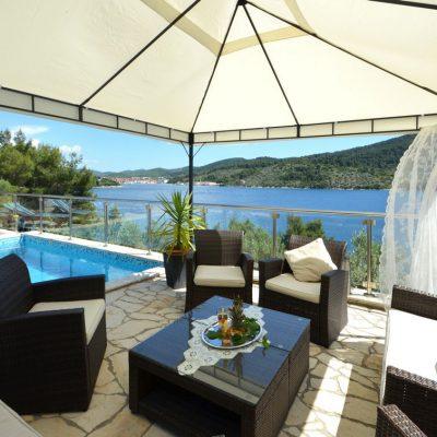 korcula-velaluka-holidayhome-paradise-pool-lounge-11