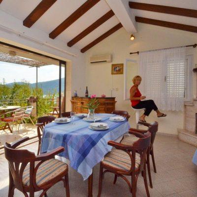 blagovaonica-balkon-villa-hope-vela-luka